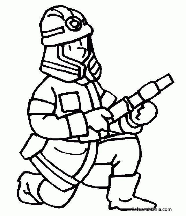 Colorear Bombero arrodillado con la manguera Bomberos dibujo